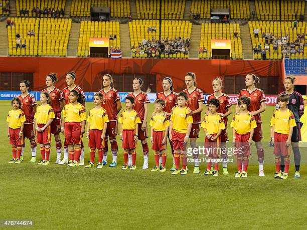 Team Spain pose for pictures with the young player field escorts during the 2015 FIFA Women's World Cup Group E match against Costa Rica at Olympic...