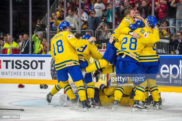 Team Sweden celebrates the win over Canda during the Ice Hockey World Championship Gold medal game between Canada and Sweden at Lanxess Arena in...