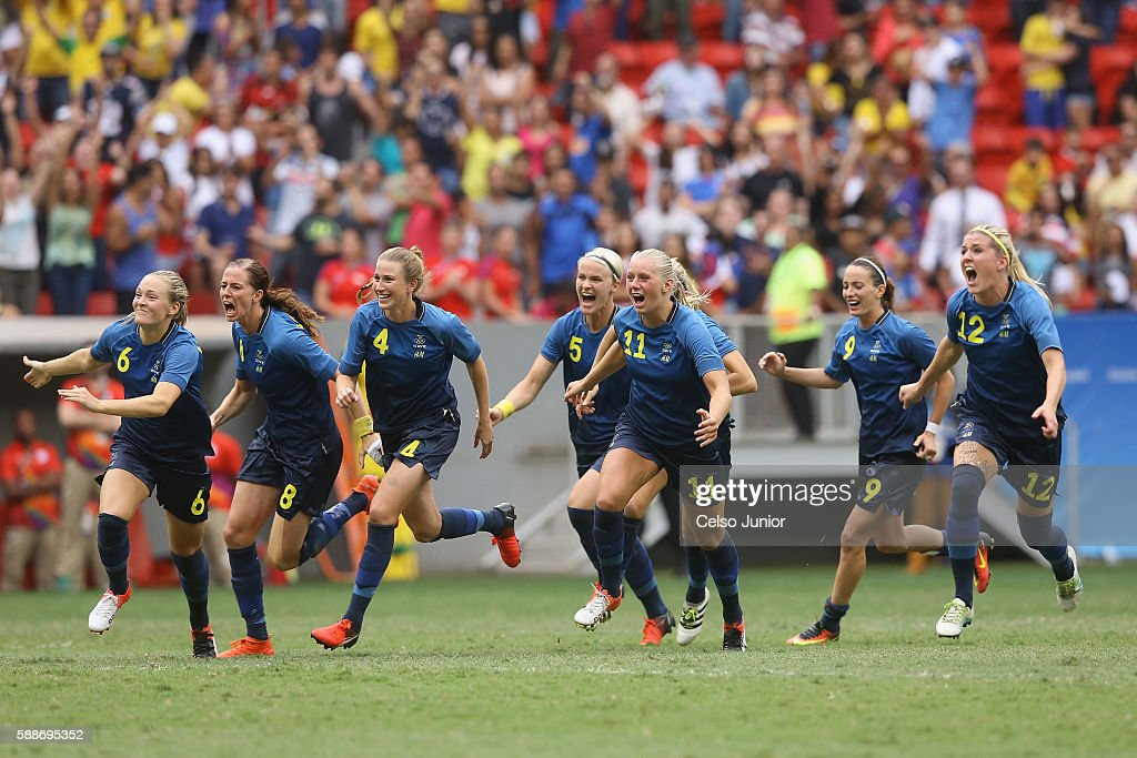 Team Sweden celebrates their 1-1 (4-3 PSO) win over team United States during the Women's Football Quarterfinal match at Mane Garrincha Stadium on Day 7 of the Rio 2016 Olympic Games on August 12, 2016 in Brasilia, Brazil.
