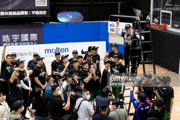 Team Taiwan Beer celebrates after winning the SBL Finals Game Six between Taiwan Beer and Yulon Luxgen Dinos at Hao Yu Trainning Center on April 30,...