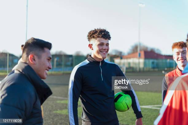 team talk before match - football training stock pictures, royalty-free photos & images