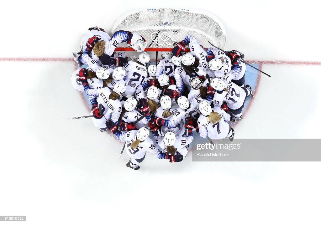 Ice Hockey - Winter Olympics Day 2 : News Photo