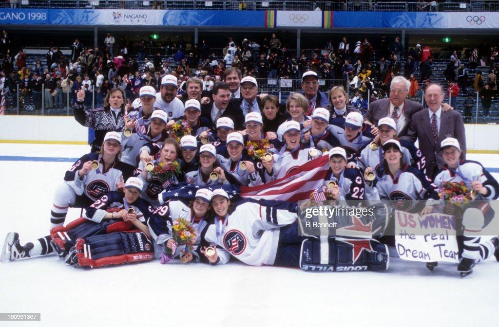 1998 Nagano Winter Olympics - Gold Medal Game:  Team Canada v Team USA : ニュース写真