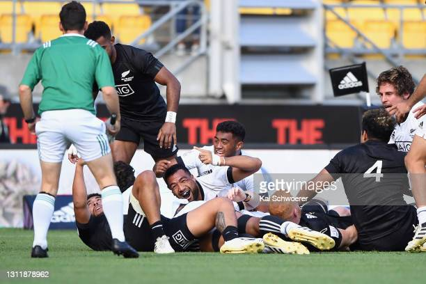 Team White celebrate scoring a try during the match between the All Blacks Sevens Black and All Blacks Sevens White at Sky Stadium, on April 11 in...