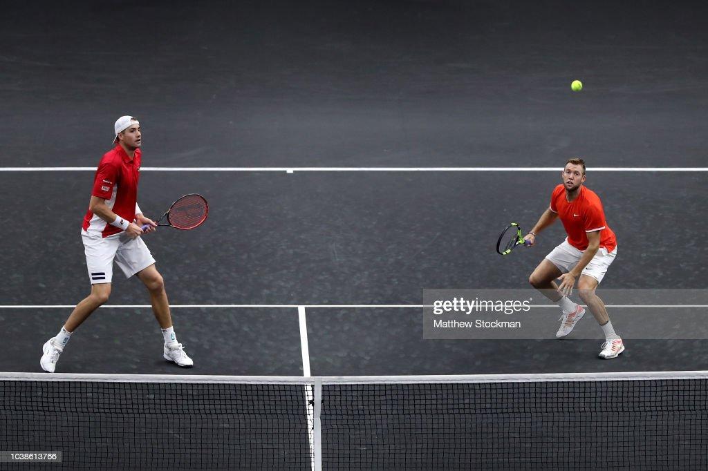 Federer Zverev v Isner Sock : ニュース写真