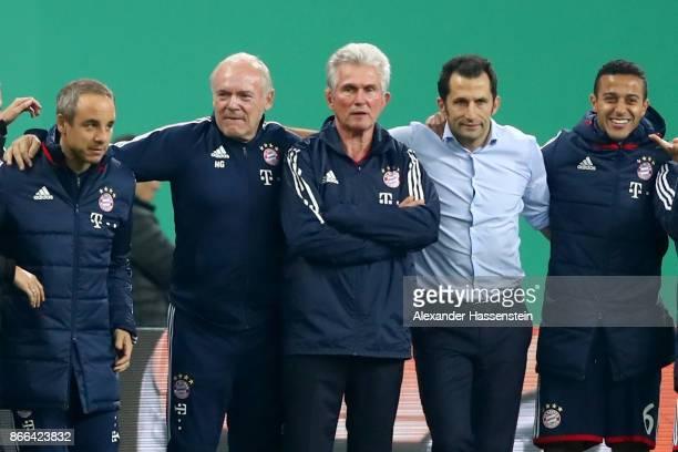Teamdoctor Volker Braun assistent coach Hermann Gerland head coach Jupp Heynckes sporting director Hasan Salihamidzic and Thiago Alcantara of Bayern...