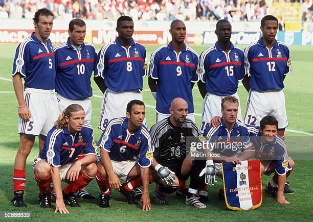 EURO 2000 Team/Mannschaft FRANKREICH hintere Reihe vlks Laurent BLANC Zinedine ZIDANE Marcel DESAILLY Nicolas ANELKA Lilian THURAM Thierry HENRY...