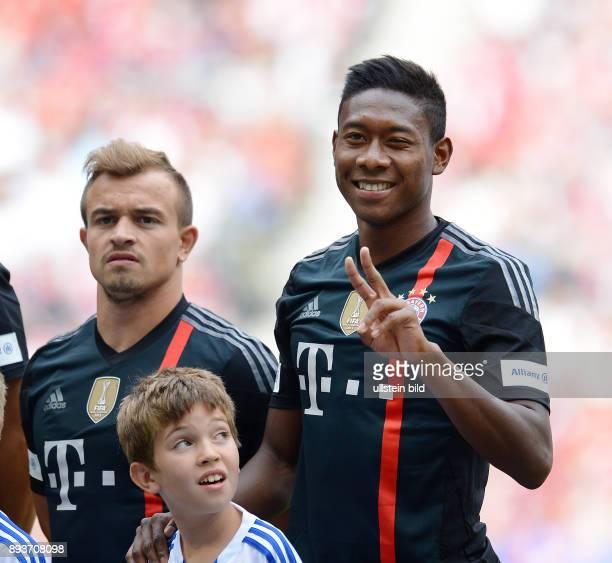 FUSSBALL 1 BUNDESLIGA SAISON 2014/2015 Teampraesentation / Training FC Bayern Muenchen in der Allianz Arena Xherdan Shaqiri und David Alaba