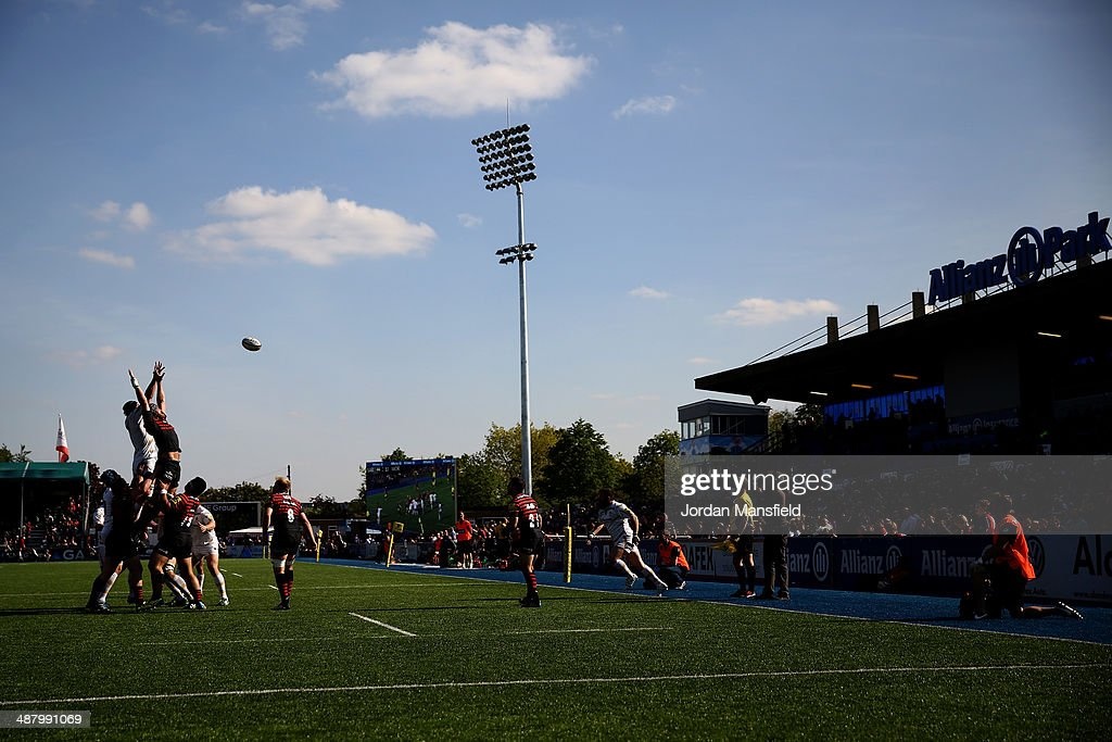 Teams compete in a line-out during the Aviva Premiership between Saracens and Worcester Warriors at Allianz Park on May 3, 2014 in Barnet, England.