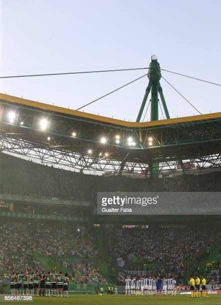 Teams during a minute of silence before the start of the Primeira Liga match between Sporting CP and FC Porto at Estadio Jose Alvalade on October 1...
