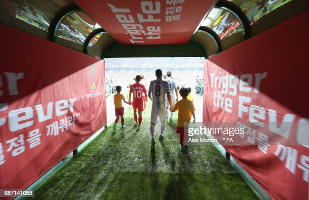 Teams enter the pitch prior to the FIFA U20 World Cup Korea Republic 2017 group A match between Korea Republic and Argentina at Jeonju World Cup...