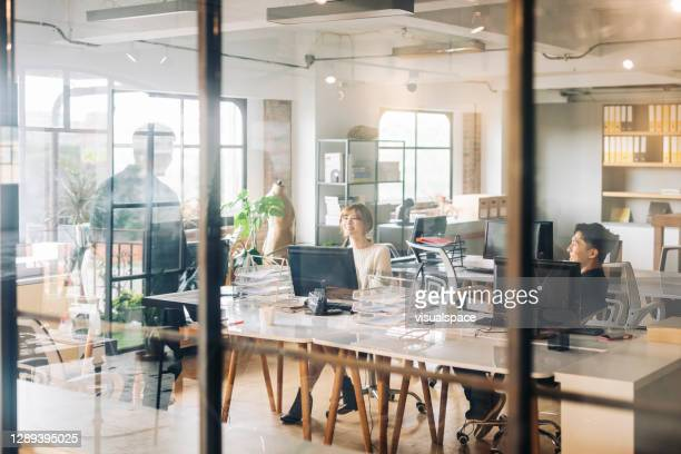 teamwork at the office - incidental people stock pictures, royalty-free photos & images