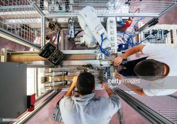 Teamarbeit im Engineering und Maschineninstallation