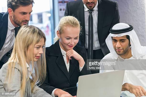 Travail d'équipe dans le Moyen-Orient