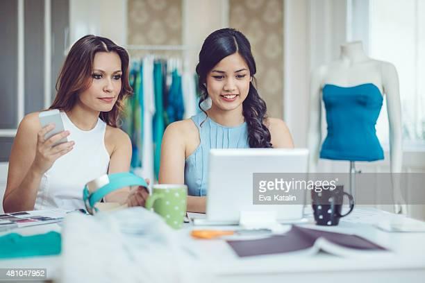 Teamarbeit Der fashion designer
