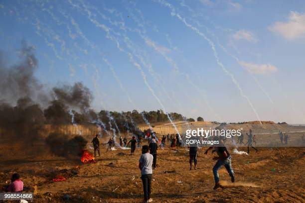 Tear gas canisters hit Palestinian civilians Clashes between Palestinian citizens and the Israeli forces on the borders of the Gaza Strip east of...