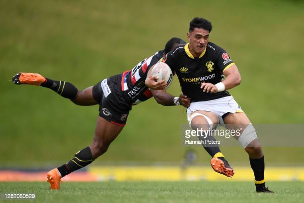 Teariki Ben-Nicholas of Wellington makes a break during the round 7 Mitre 10 Cup match between Counties Manukau and Wellington at Navigation Homes...