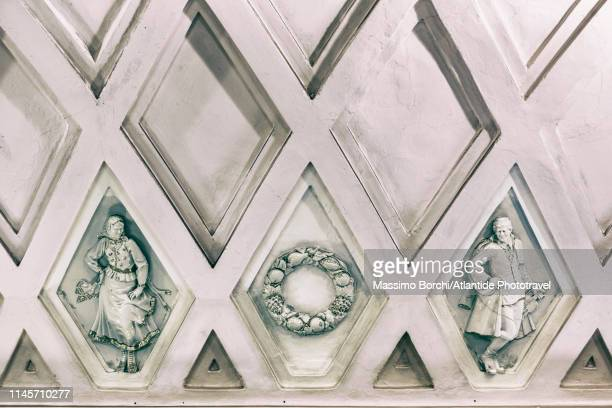 teatralnaya metro station (moscow metro, zamoskvoretskaya line or line 2). detail of the vault of the central hall - moscow metro stock pictures, royalty-free photos & images