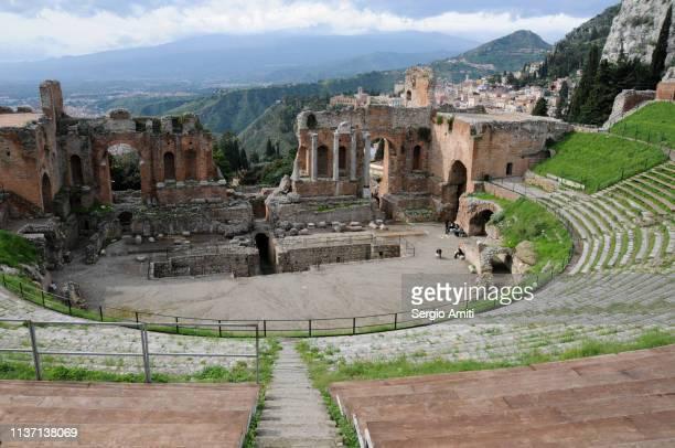 teatro greco taormina - taormina stock pictures, royalty-free photos & images