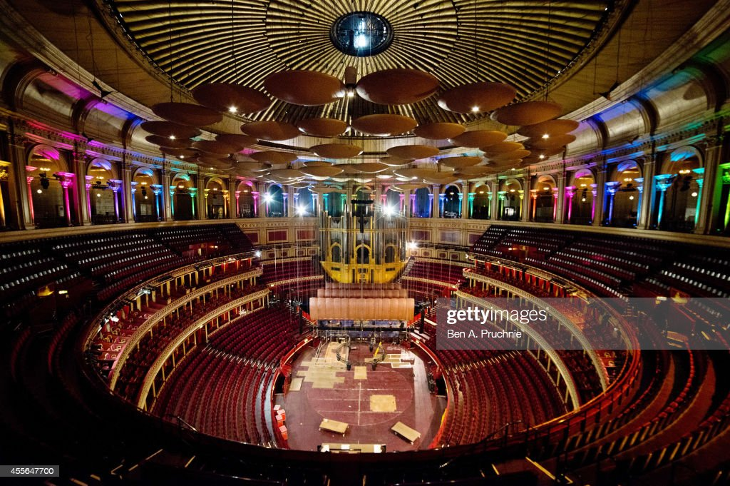 Behind The Scenes At The Royal Albert Hall : Nachrichtenfoto