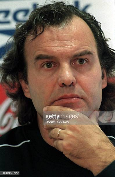 Technical director of the Argentinian soccer team Marcelo Bielsa answers a jounalist's question 04 June 1999 in Buenos Aires El director tecnico del...