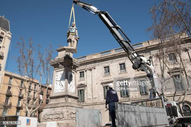 Technical personnel of the Barcelona City Council seen removing the sculpture of the philanthropist and slave trader Antonio López and López, Marqués...