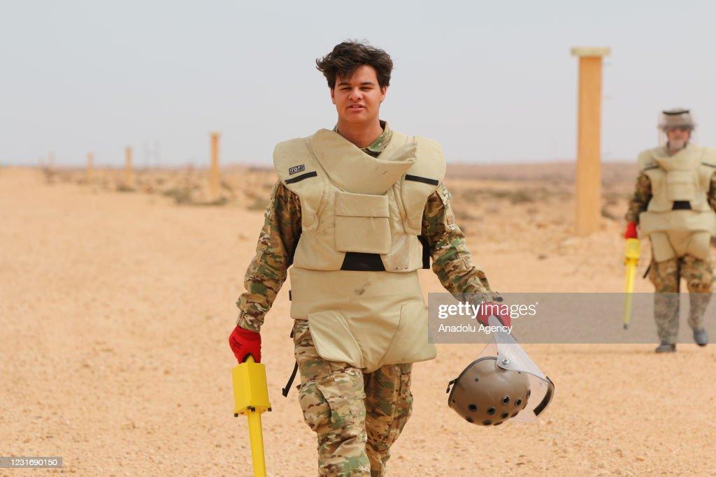 Libyan 5 + 5 Joint Military Committee annihilate 3 tons of war remnant ammunition : Nachrichtenfoto