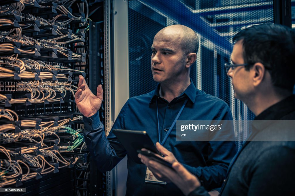 IT technician explaining server configuration to a manager : Stock Photo