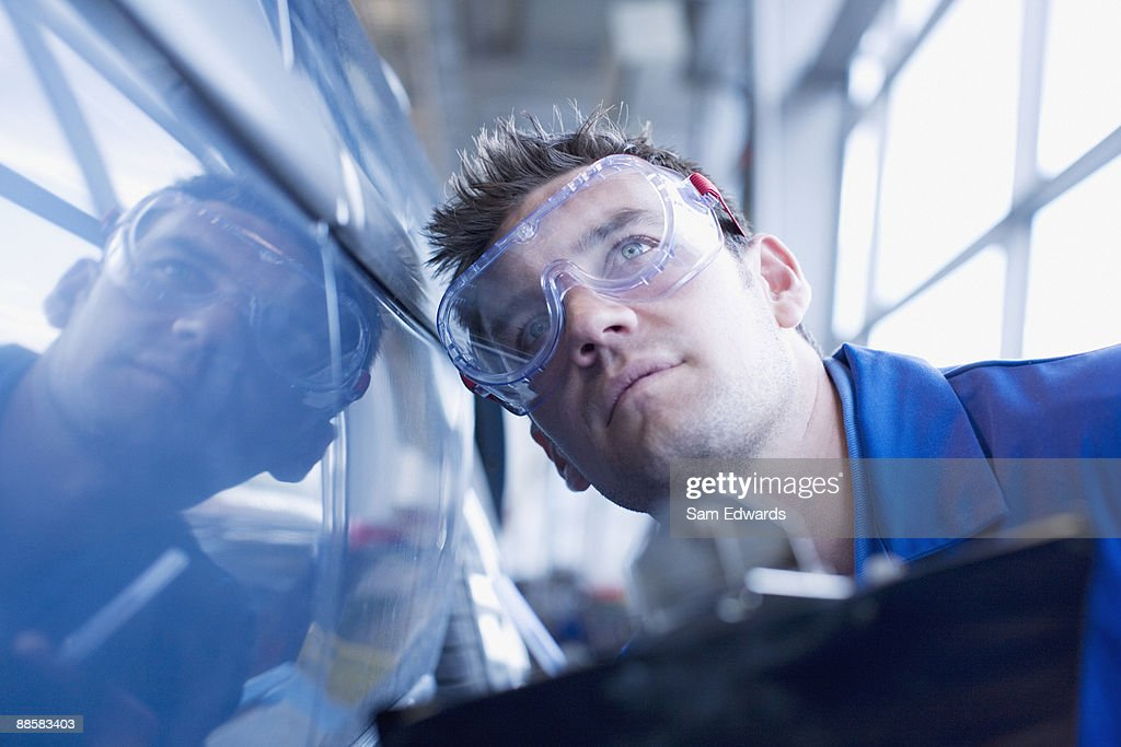 Technician inspecting car : Stock Photo
