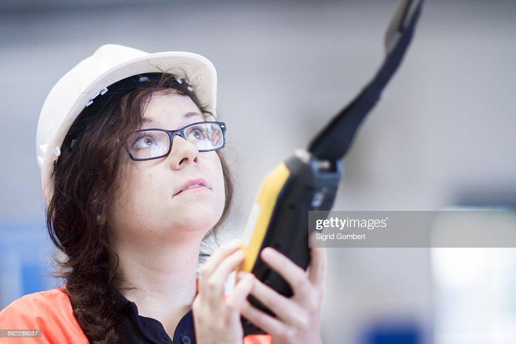 Technician working in factory : Stock-Foto