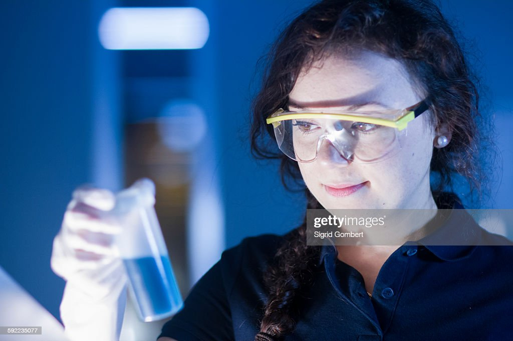 Technician working in laboratory : Stock-Foto