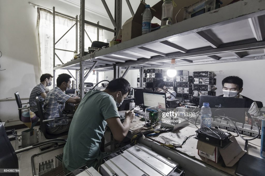 Technicians make repairs to bitcoin mining machines at a mining facility operated by Bitmain Technologies Ltd. in Ordos, Inner Mongolia, China, on Friday, Aug. 11, 2017. Bitmainis one of the leading producers of bitcoin-mining equipment and also runs Antpool, a processing pool that combines individual miners from China and other countries, in addition to operating one of the largest digital currency mines in the world. Photographer: Qilai Shen/Bloomberg via Getty Images