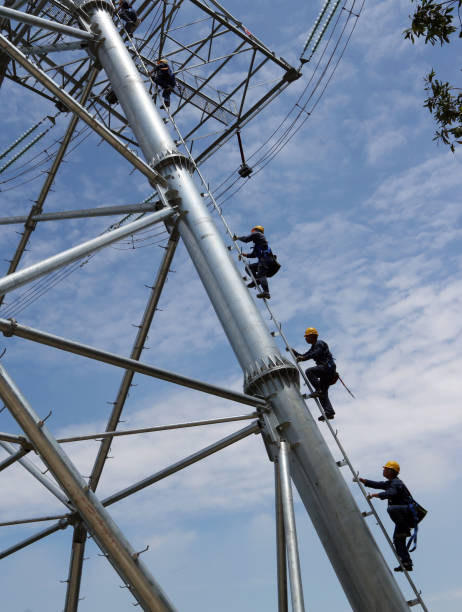 Technicians Repair 500kV High-voltage Electric Wire In