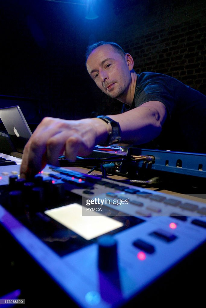 Techno / electro artist, Mark Bell, LFO performing, UK 2000s  News