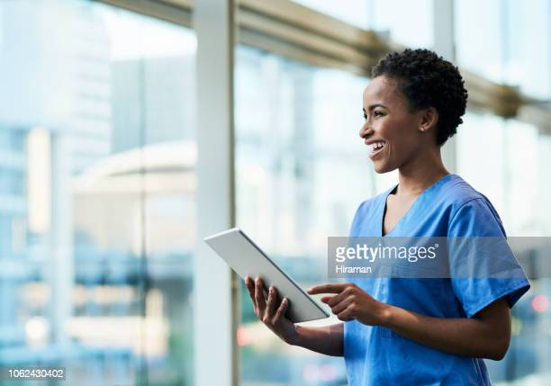 technology has really helped create a better healthcare experience - cuidados de saúde e medicina imagens e fotografias de stock