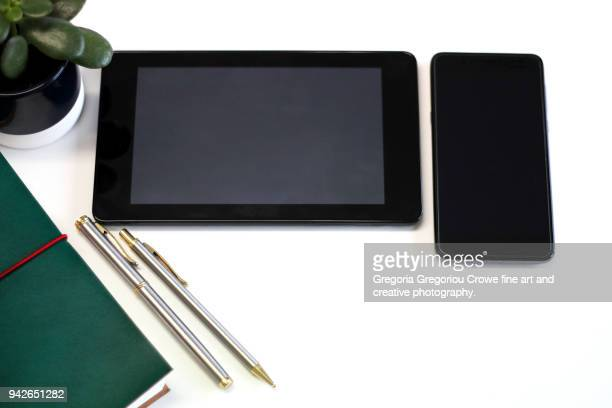 technology - notepad, pen, tablet - gregoria gregoriou crowe fine art and creative photography. fotografías e imágenes de stock