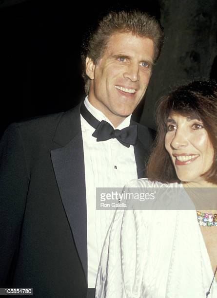 Ted Danson and Casey Coates during Actors Fund Benefit September 12 1987 at Virginia Robinson Gardens in Beverly Hills California United States