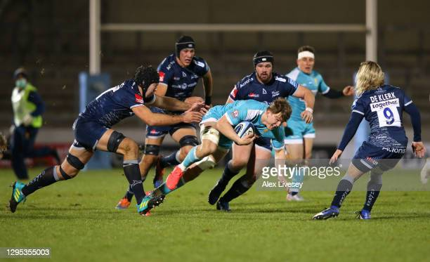 Ted Hill of Worcester breaks past Josh Beaumont of Sale during the Gallagher Premiership Rugby match between Sale Sharks and Worcester Warriors at AJ...