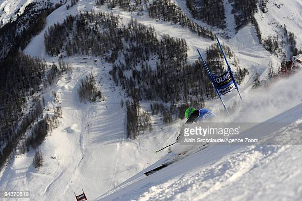 Ted Ligety of the USA takes 10th place during the Audi FIS Alpine Ski World Cup Men's Giant Slalom on December 13 2009 in Val d'Isere France
