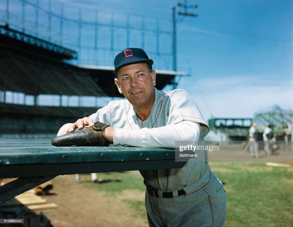 Ted Lyons Relaxing on the Field : News Photo