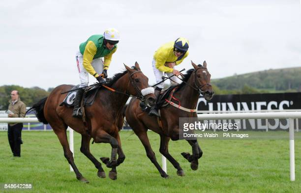 Ted Veale ridden by Barry Geraghty MSD Animal Health Maiden Hurdle ahead of Mumbo Jumbo ridden by Danny Mullins at Listowel Racecourse