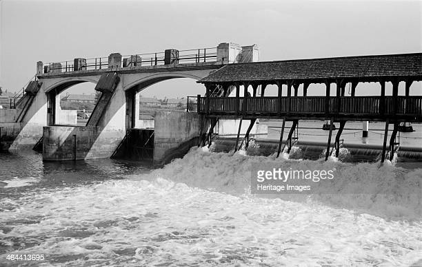 Teddington Weir Richmond London c1945c1965 Teddington Weir was first built in 1811 to improve navigation on the River Thames It has since been...