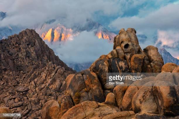 teddy bear rock and lone pine peak - don smith stock-fotos und bilder