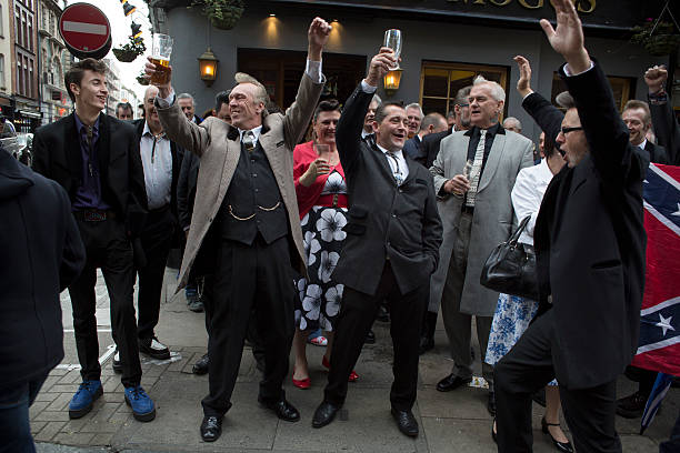 Edwardian Teddy Boy Suits Tailors In London: Teddy Boys Gathering In Londonの写真およびイメージ