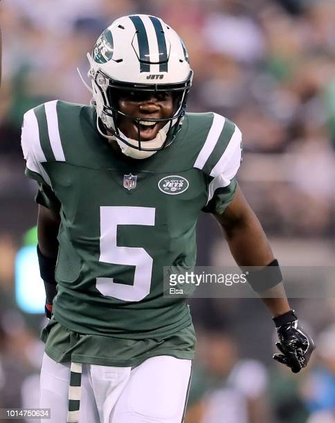 Teddy Bridgewater of the New York Jets celebrates a touchdown from teammate Isaiah Crowell in the first quarter against the Atlanta Falcons during a...