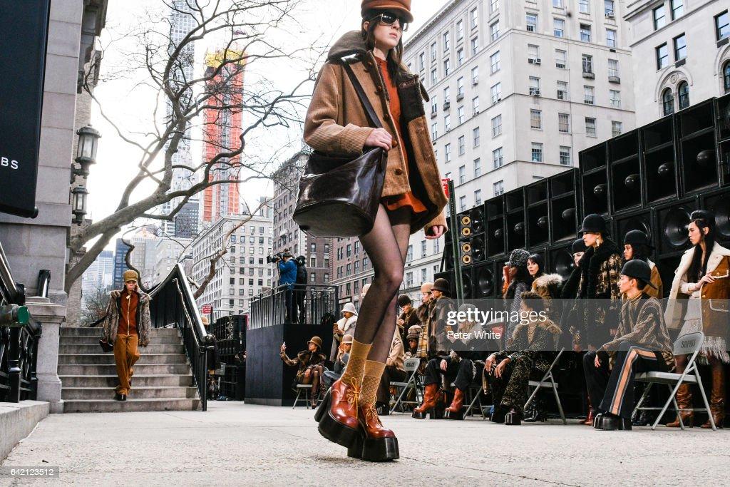 Marc Jacobs - Runway - February 2017 - New York Fashion Week: The Shows : News Photo