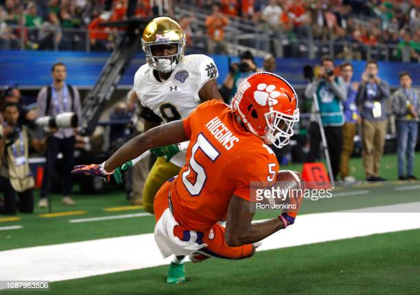 Tee Higgins of the Clemson Tigers makes a one handed catch for a 19 yard touchdown in the second quarter against the Notre Dame Fighting Irish during...
