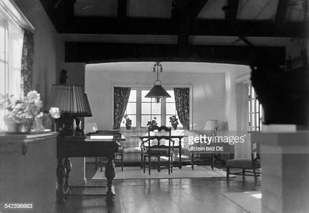 TeeEcke im WohnraumArchitekt Otto Firle 1933Erschienen in Dame 28/1933Fotografie Rolf Mahrenholz