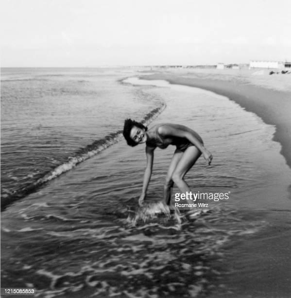 teeenage girl of 15 at italian beach - archival stock-fotos und bilder