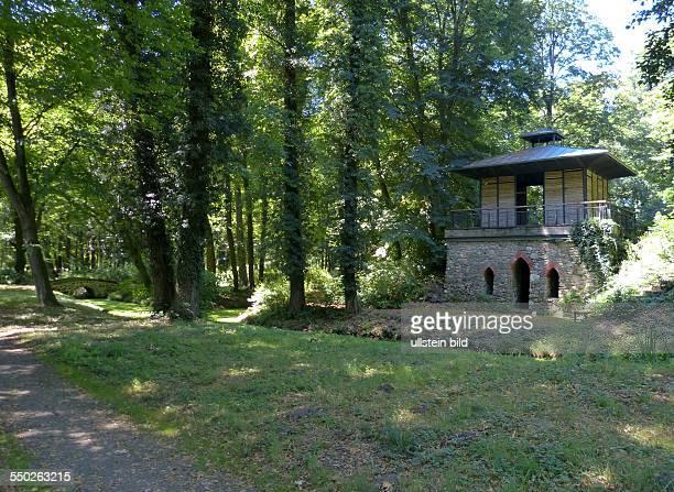 Teehaus im Schlosspark Steinhoefel 40 ha grosser Landschaftspark in Steinhoefel Region Fuerstenwalde im Odervorland im Land Brandenburg